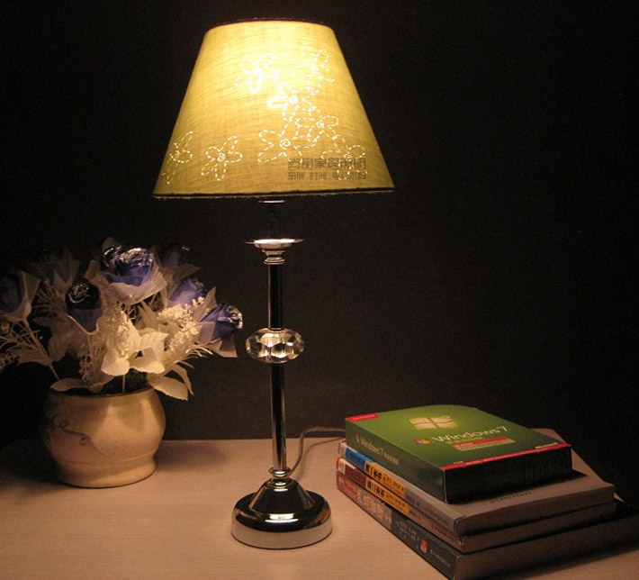 Offwhtite Floral Chrome-Plated Bedside Table Lamps with Transparent Crystal