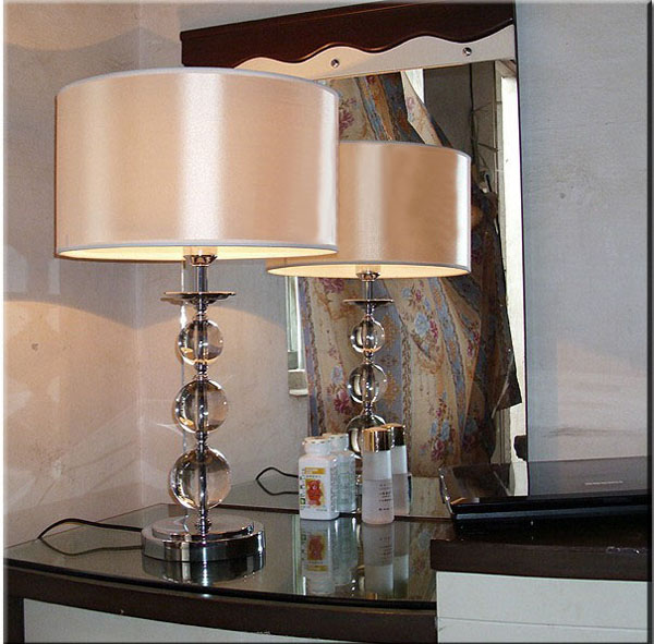 Offwhite Table Lamp with Transparent Crystal Balls