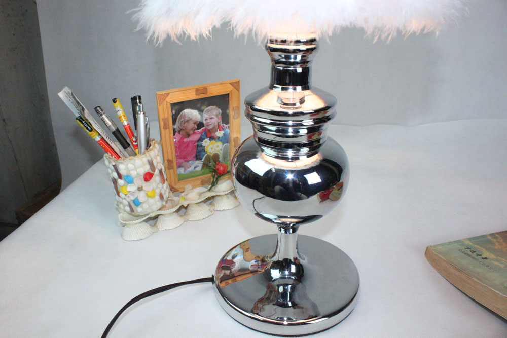 White Gauze Feather Cover Chrome-Plated Modern Table Lamps